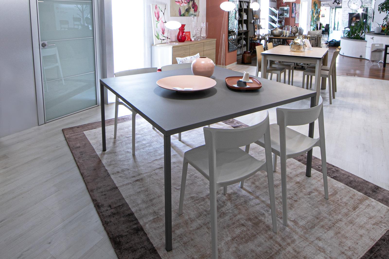 Tavolo moderno quadrato in metallo opaco Heron di Calligaris